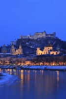 オーストリア ザルツブルクの夜景 ホーエンザルツブルク城