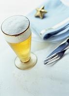 グラス入りの白ビール