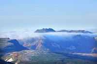 北海道 大雪山緑岳よりトムラウシ山遠望