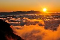岐阜県 乗鞍岳から望む雲海と夕日
