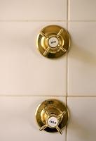 シャワーの栓