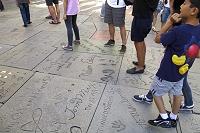 ロサンゼルス チャイニーズ・シアター 路上の手形とサイン