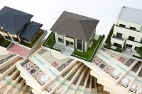 住宅模型と札束