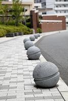歩道 ガード 石