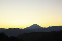 山梨県 上高下 富士山と夜明け空