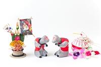倉敷張り子首振り猿と正月飾り
