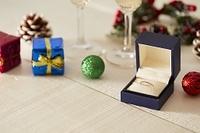 クリスマス飾りと贈り物