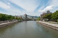 広島県 元安川と原爆ドーム