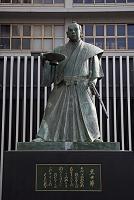 福岡県 博多駅前の黒田節像