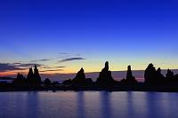 和歌山県 黎明の橋杭岩