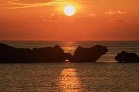 沖縄県 星砂の浜と夕日 西表島