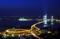 北海道 室蘭市 白鳥大橋とJXエネルギー室蘭製造所の集合煙突の...