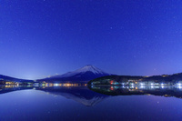 山梨県 山中湖より富士山と星空