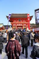 京都府 伏見稲荷大社 本殿に向かう初詣の行列
