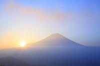 静岡県 猪之頭林道 富士山と朝日