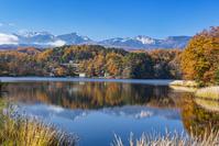 長野県 秋の松原湖と八ヶ岳