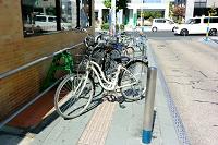 山形市 歩道点字誘導ブロック上の自転車