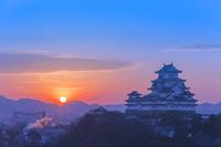 兵庫県 姫路城の朝日