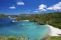 小笠原諸島の父島 中山峠より小港海岸とコペペ海岸