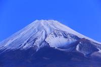 静岡県 越前岳より望む夜明けの富士山と宝永火口
