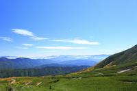 長野県 乗鞍岳 紅葉の乗鞍エコーラインと南アルプスに連なる山...
