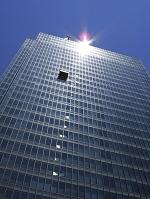 大阪府 高層ビルの窓清掃のゴンドラ