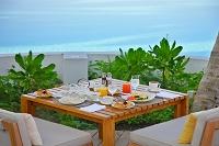 プールサイド朝食