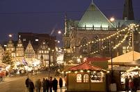 ブレーメンの市庁舎とクリスマス市