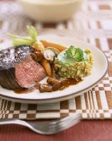 牛肉のステーキとブロッコリーのムース