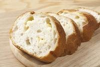 ナイフで切ったフランスパン