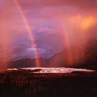 アメリカ合衆国 マタヌスカ氷河に架かる虹