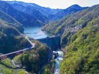新潟県 早出川ダム 早出川 新緑 ドローンから撮影