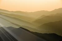 夜明けの山々