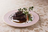 ロッシーニ風牛ヒレ肉のフォアグラ添え