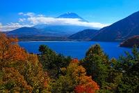 山梨県 富士山と本栖湖