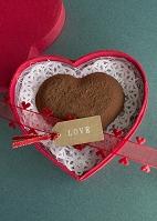 ハート形のチョコレートとメッセージタグ