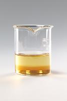 コーヒーシュガーが水に溶ける様子 B12-11