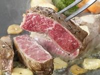 黒毛和牛サーロインのステーキ肉を焼いている所