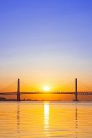 神奈川県 横浜ベイブリッジと日の出