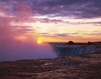 カナダ  ナイアガラの滝と朝日