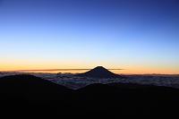 静岡県 上河内岳 未明の富士山と雲海