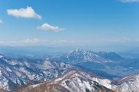 長野県 野沢温泉スキー場より高社山を望む