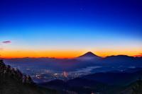 山梨県 富士山の夜明け