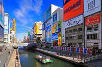 大阪府 道頓堀の巨大看板と遊覧船