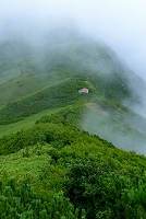 北海道 利尻富士町 利尻山稜線と避難小屋