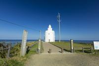 北海道 秋晴れの下の納沙布岬灯台