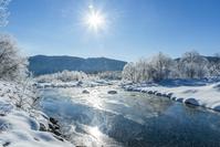 長野県 松川と霧氷と太陽