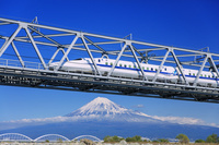 日本 静岡県 東海道新幹線 富士川橋梁と富士山