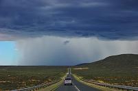 南アフリカ カラハリ砂漠 雨