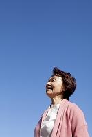 空バックの日本人のシニア女性